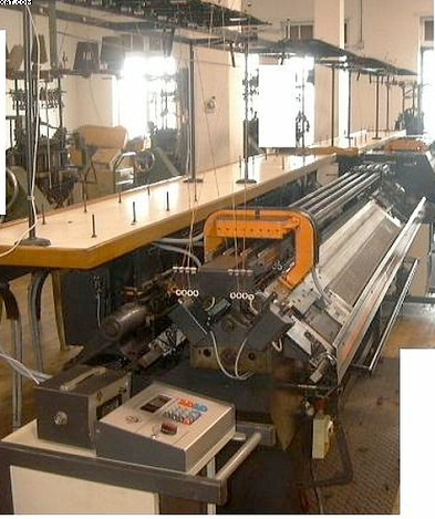 UNIVERSAL MC-610 Flat Bed Knitting Machines, 10 gg.