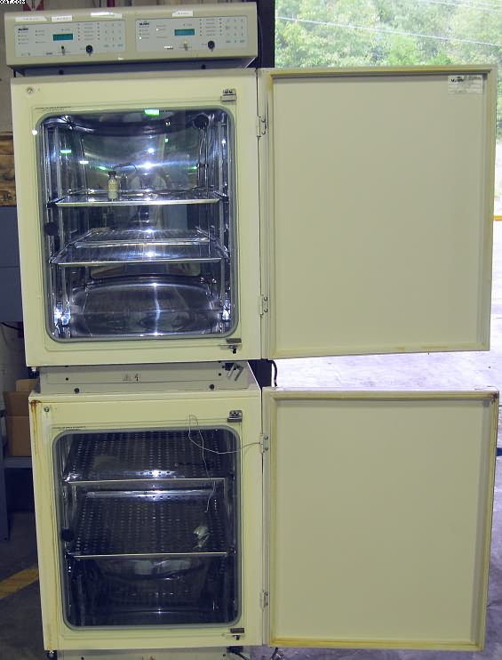 NUAIRE Model NU2700 CO2 Tandem Incubator,