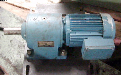 SEW - EURODRIVE 5 hp w/ 1680 to 102 rpm reducer